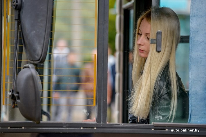 beautiful-blonde-woman-is-a-bus-driver-in-belarus-photo-gallery_12